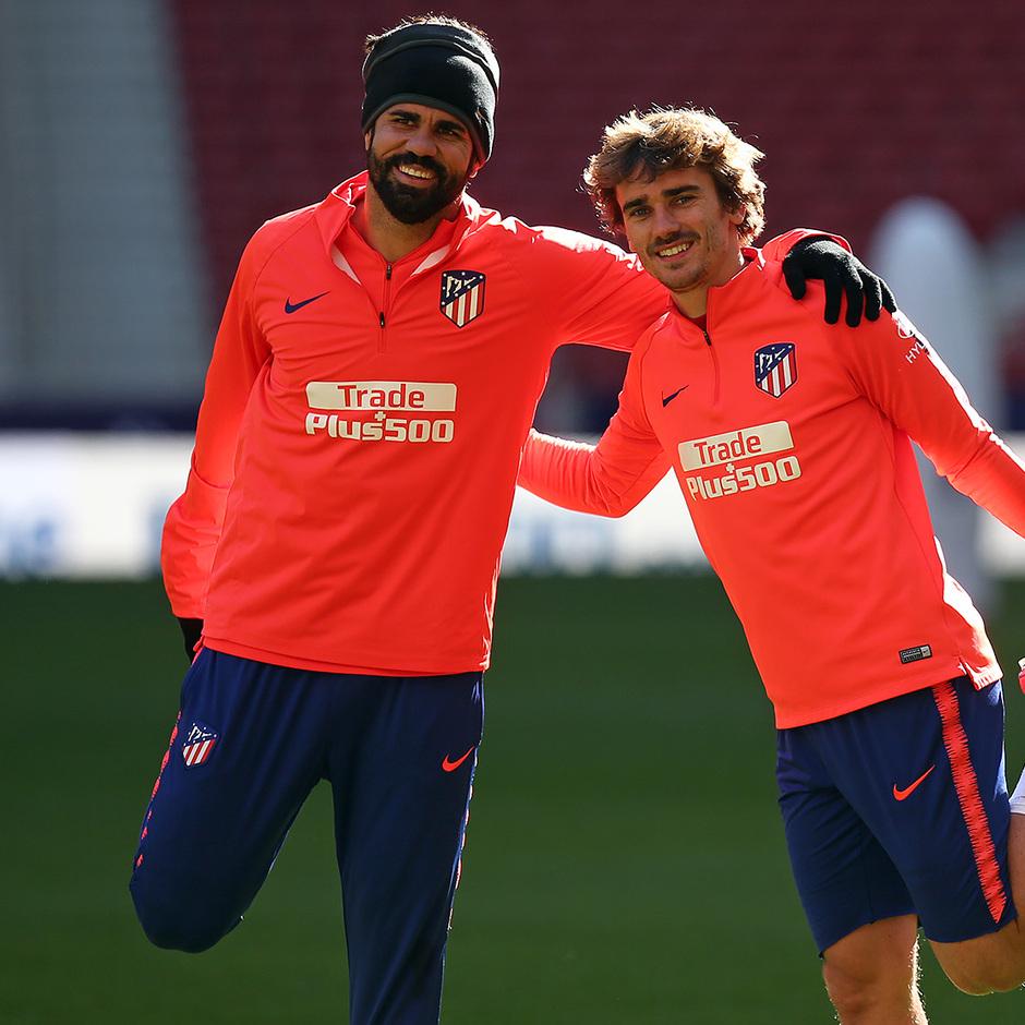 Temporada 18/19. Entrenamiento en el Wanda Metropolitano. Griezmann y Costa  durante el entrenamiento