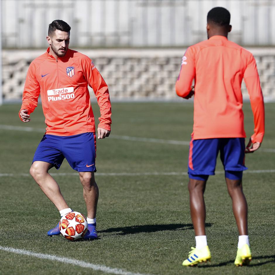 Temporada 18/19. Entrenamiento en la ciudad deportiva Wanda Atlético de Madrid. 17_02_2019. Koke y Lemar.