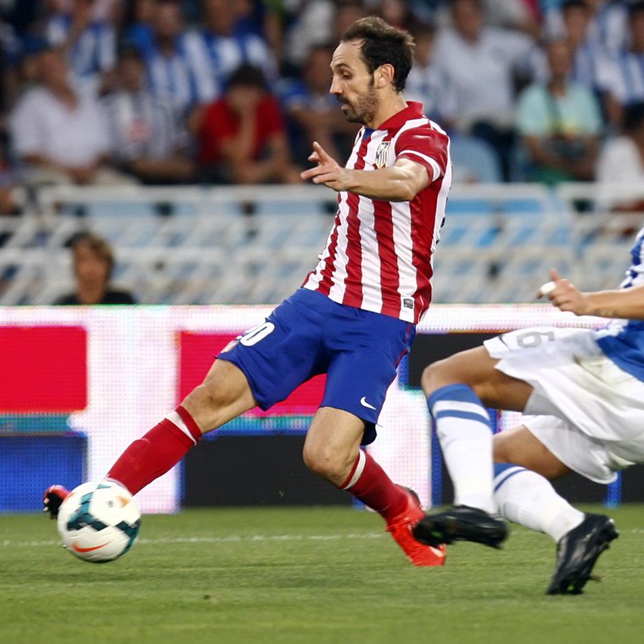 Temporada 2013/2014 Real Sociedad - Atlético de Madrid Juanfran controlando la pelota