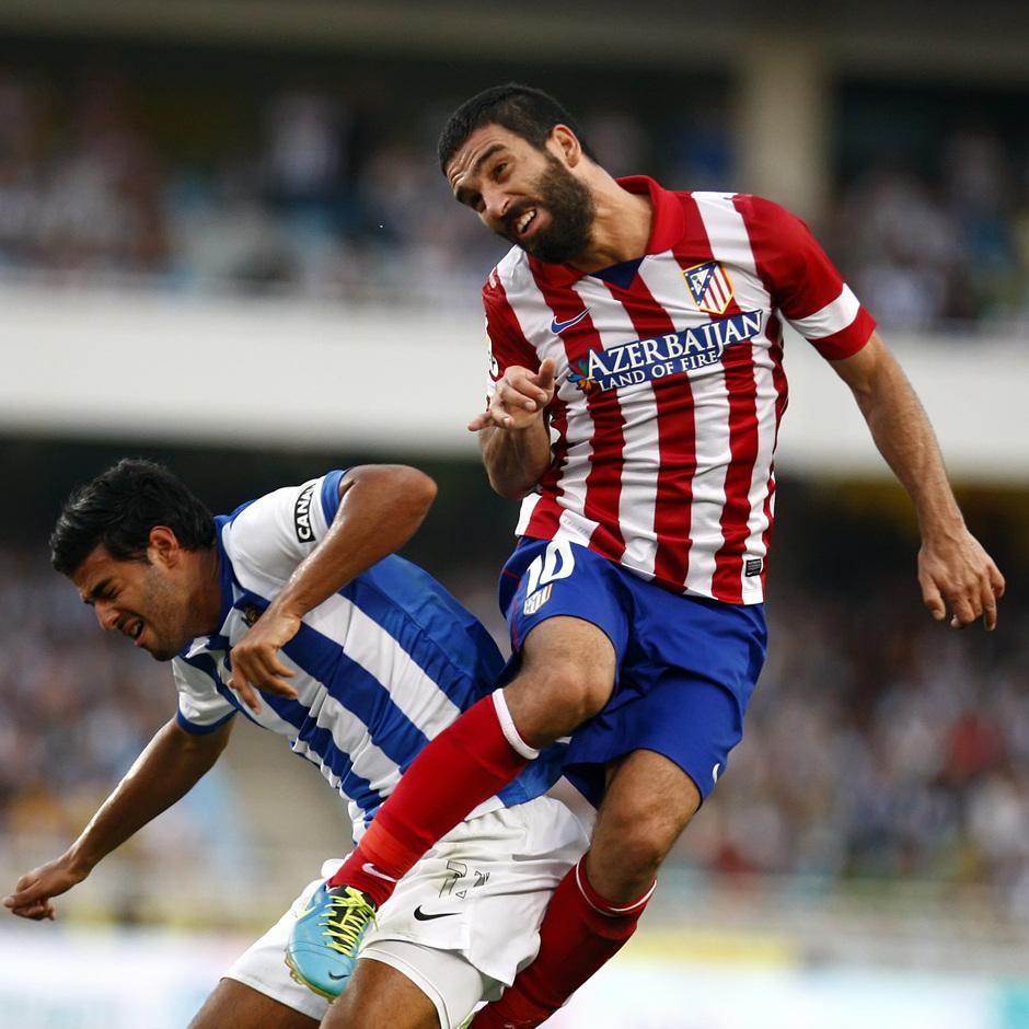Temporada 2013/2014 Real Sociedad - Atlético de Madrid Arda Turan rematando de cabeza