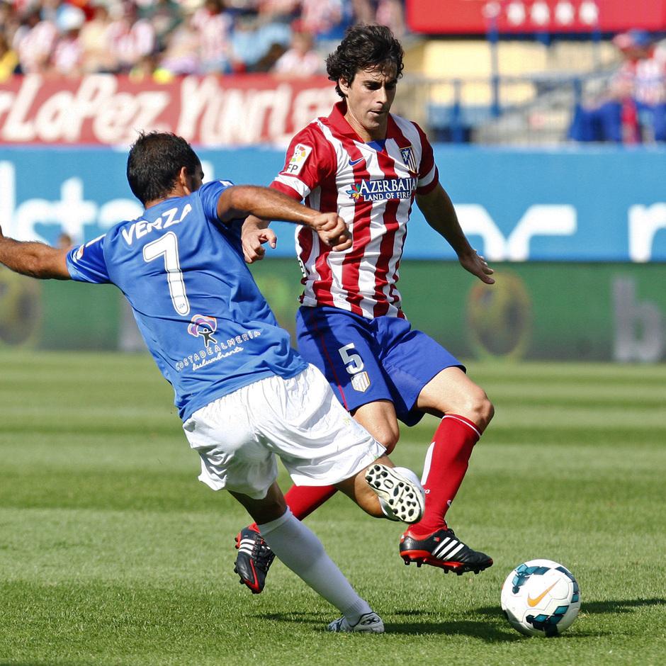Temporada 2013/ 2014 Atlético de Madrid - Almería Tiago disputando el balón con Verza