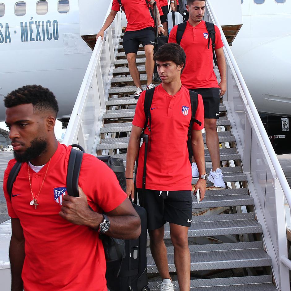 Lemar y Joao Félix a su llegada al aeropuerto de Dallas