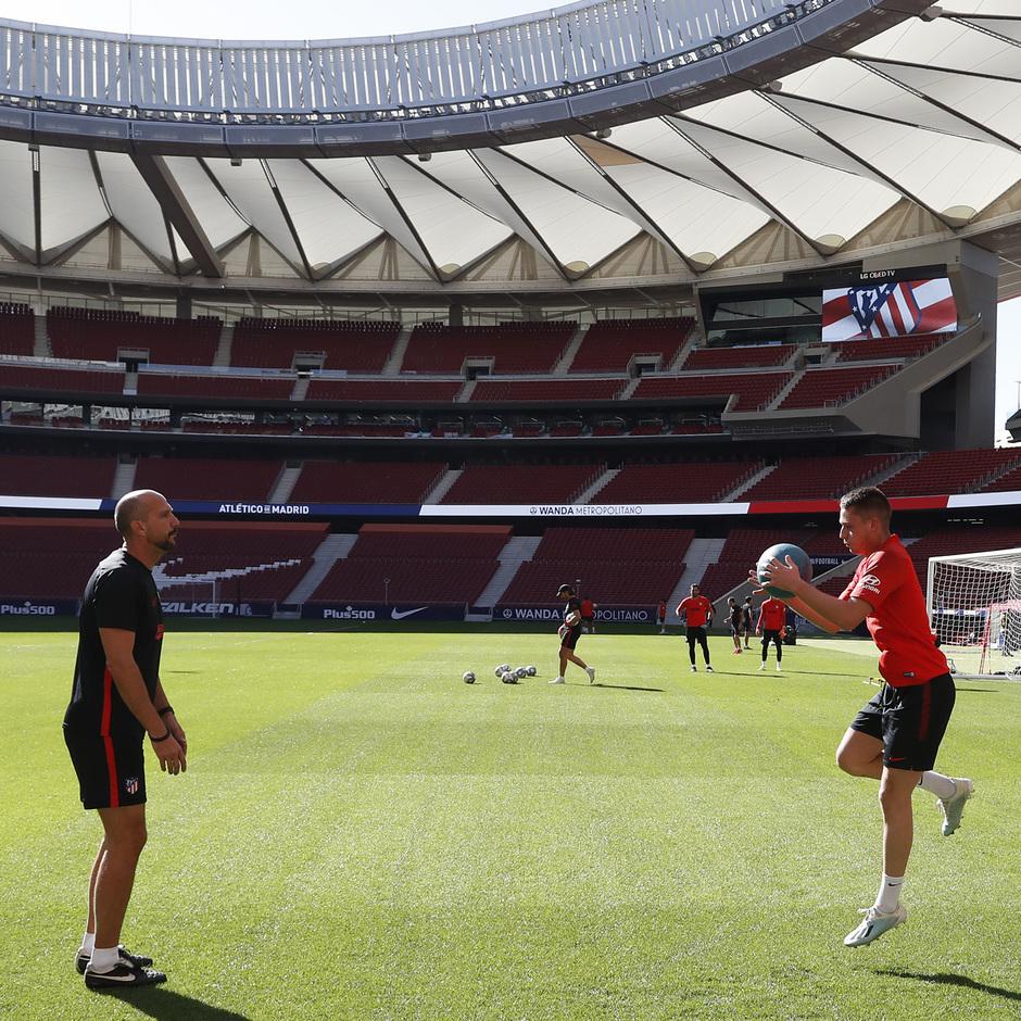 Temporada 19/20 | Entrenamiento del primer equipo en el Wanda Metropolitano | Borja Garcés