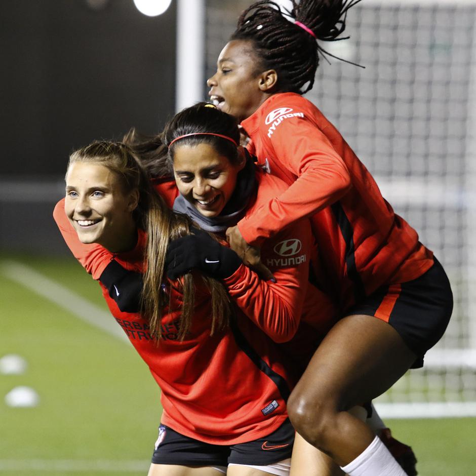Temp. 19-20 | Entrenamiento en el Academy Stadium | Atlético de Madrid Femenino | Kenti, Kylie, Ludmila