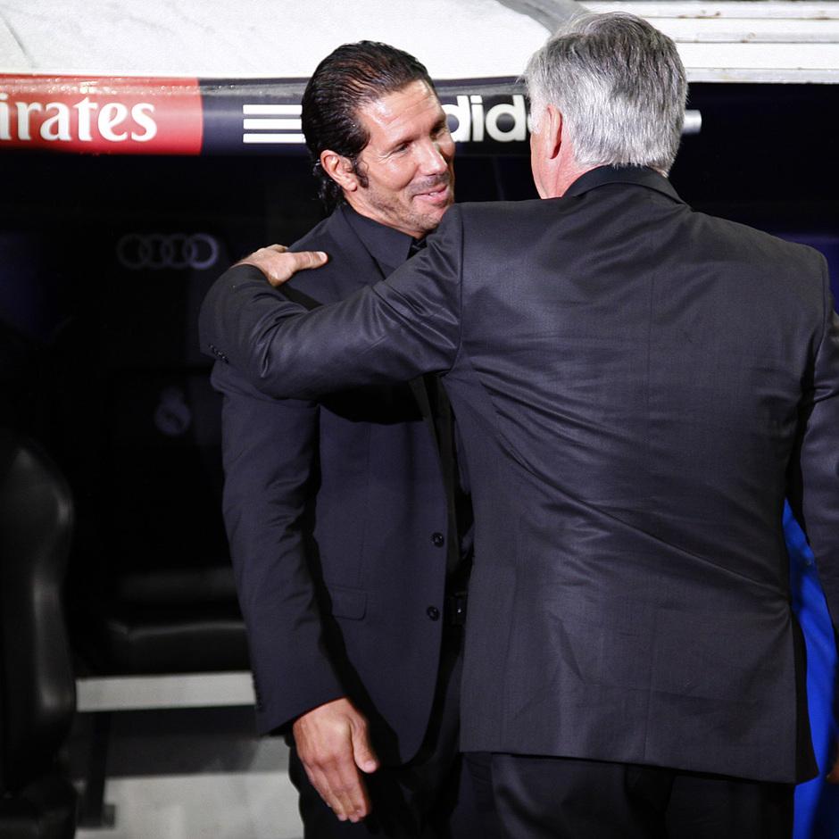 Temporada 2013/2014 Real Madrid - Atlético de Madrid Simeone y Ancelotti saludándose