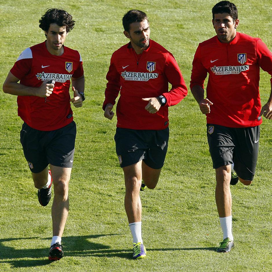 Temporada 13/14. Entrenamiento. Equipo entrenando en Majadahonda. Tiago Adrián y Costa corriendo