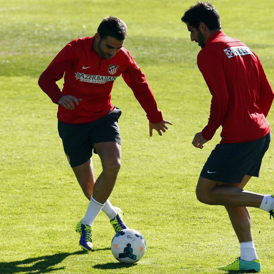 Temporada 13/14. Entrenamiento. Equipo entrenando en Majadahonda.Adrián y Raúl García entrenando