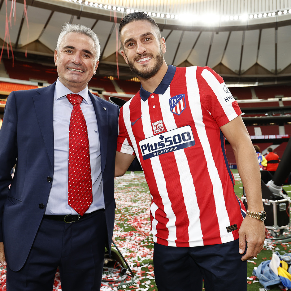 Temp. 20-21 | Celebración título LaLiga Wanda Metropolitano | Atlético de Madrid | Campeones | Koke y Manolo