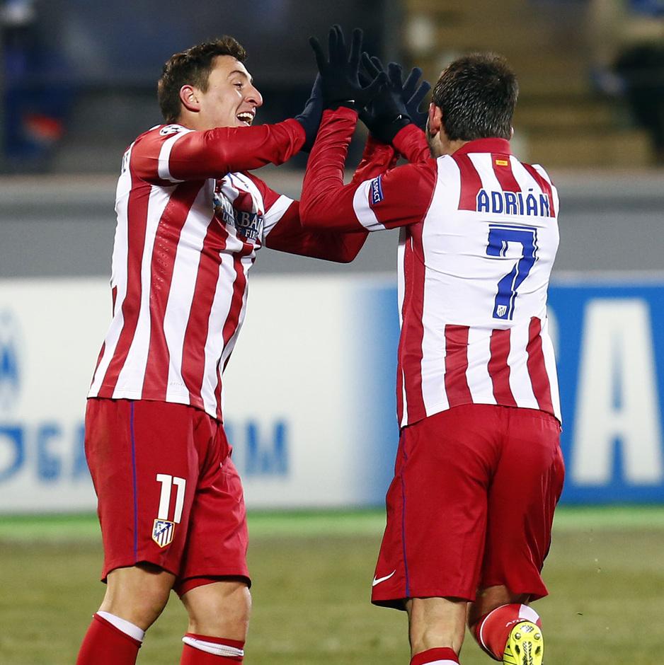 Temporada 13/14. Champions League. Zenit - Atlético de Madrid. Adrián y Cristian Rodríguez celebrando el gol del asturiano