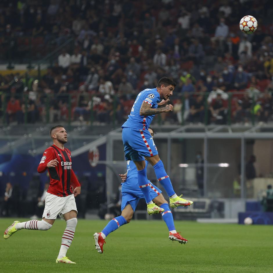 Temporada 2021/22 | Champions League | AC Milan - Atleti | Giménez