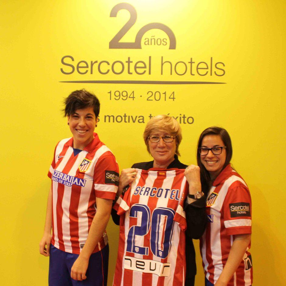 Temporada 2013-2014. Marisol Turró, presidenta de Sercotel y las jugadoras