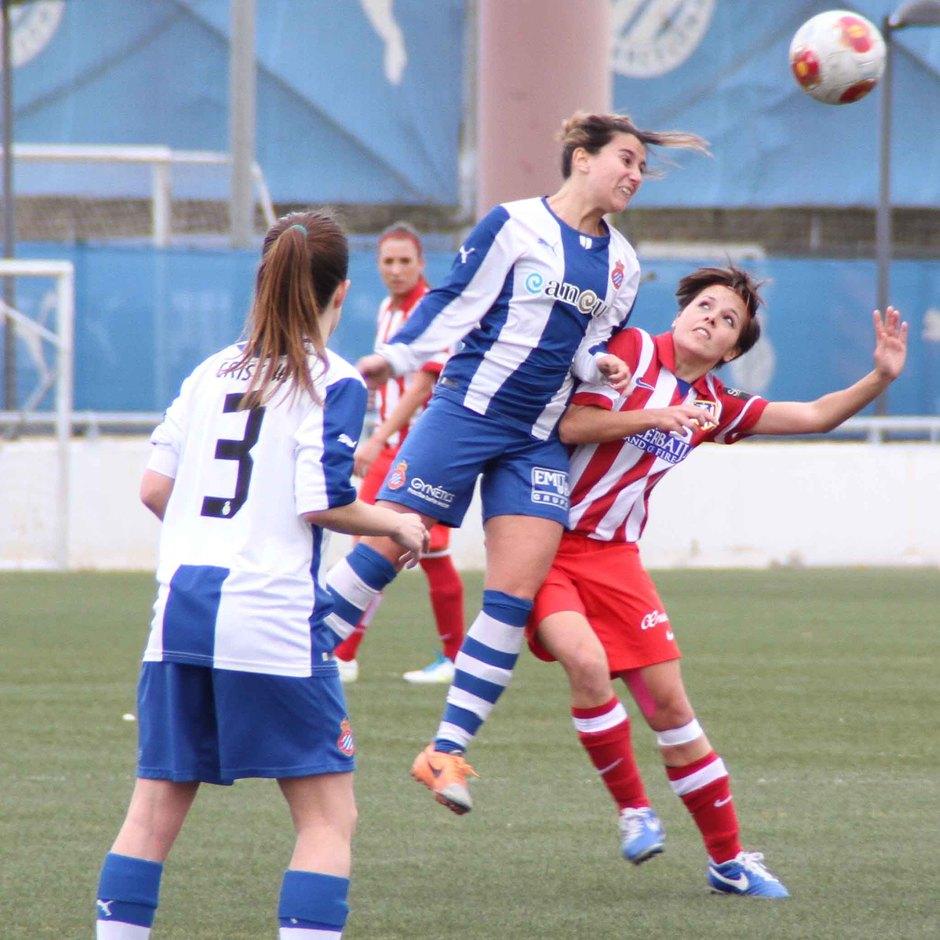 Temporada 2013-2014. Claudia en un salto ante Emma del Espanyol