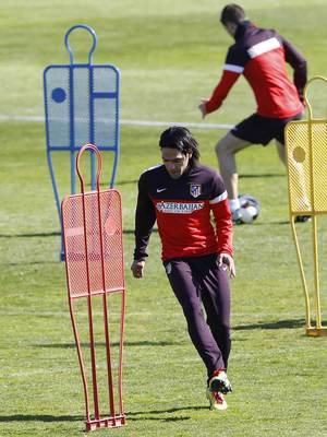 Liga 2012-13. Falcao se entrena antes del partido ante el Espanyol en Majadahonda