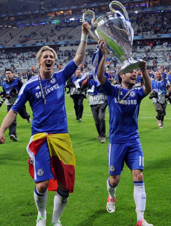 Fernando Torres celebra con Mata el título de la Champions League 2012 conquistado con el Chelsea