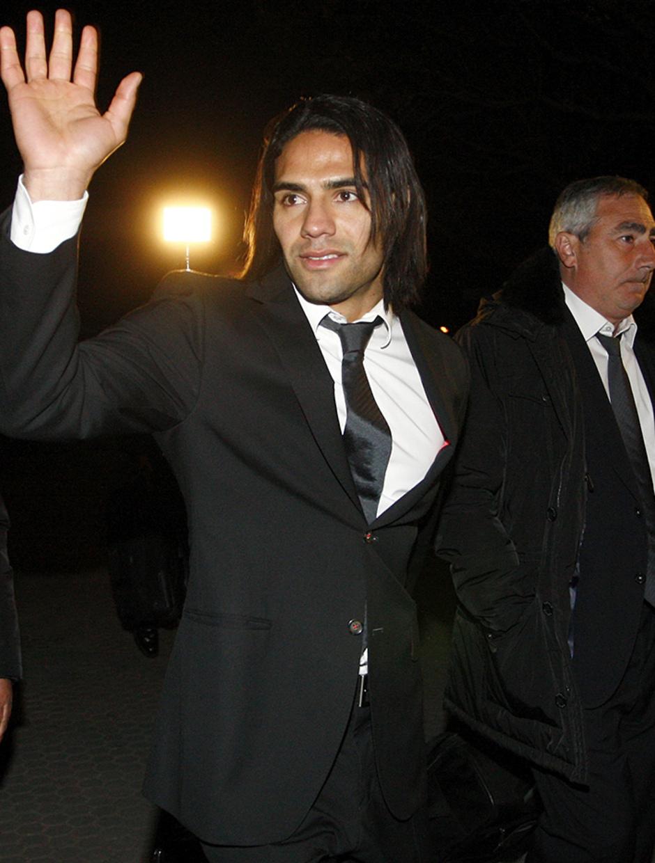 Copa del Rey 2012-13. Falcao saluda a su llegada a Sevilla