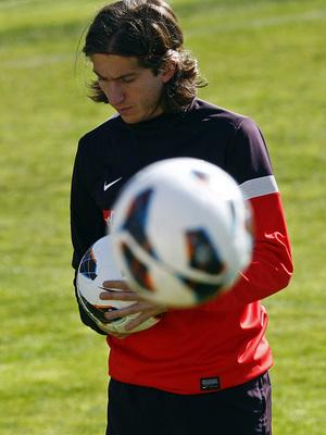 Temporada 12/13. Entrenamiento,Filipe con el balón en las manos durante el entrenamiento en la Ciudad Deportiva de Majadahonda
