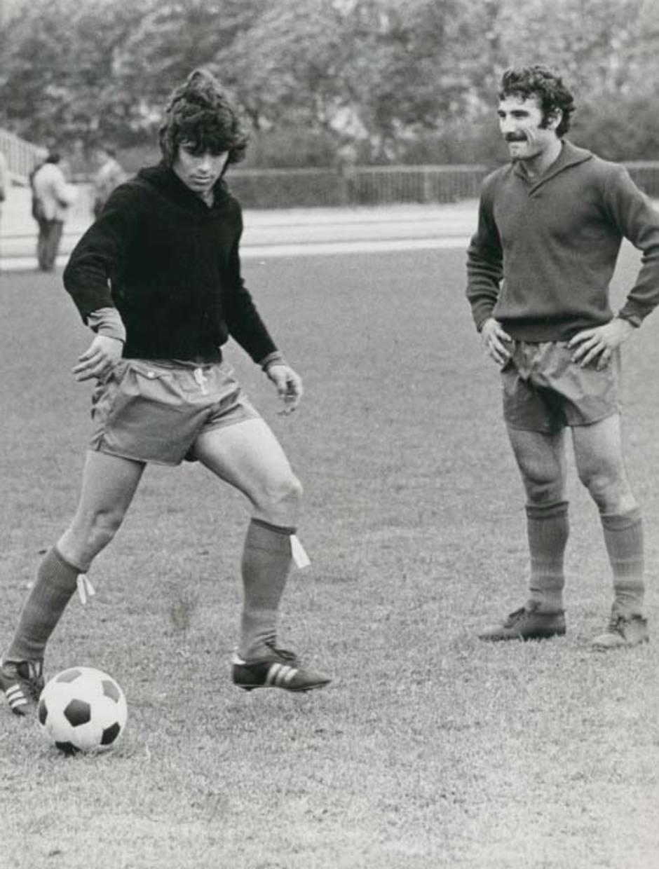 Capón, en un entrenamiento de la selección española, con el también rojiblanco Becerra