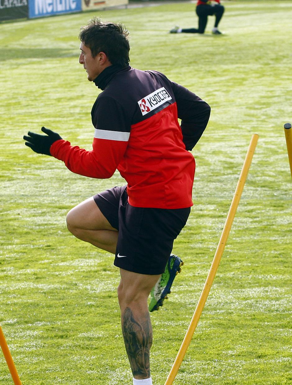 Temporada 12/13. Entrenamiento. Cristian Rodríguez realizando ejercicios durante el entrenamiento en la ciudad deportiva de Majadahonda
