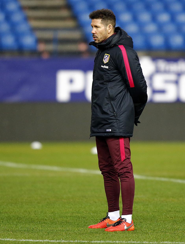 temporada 16/17. Entrenamiento en el estadio Vicente Calderón. Simeone durante el entrenamiento