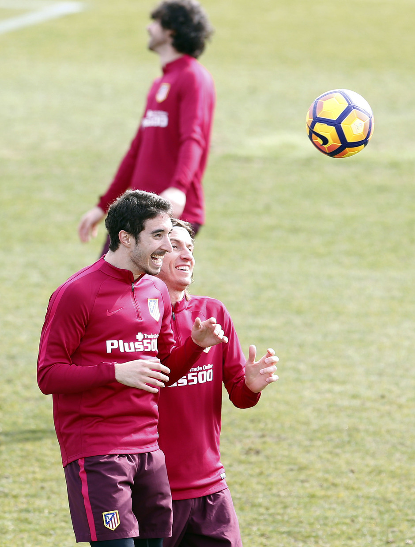 Temporada 2016-2017. Entrenamiento en la ciudad deportiva Wanda Atlético de Madrid 16_02_2017. Vrsaljko y Filipe.
