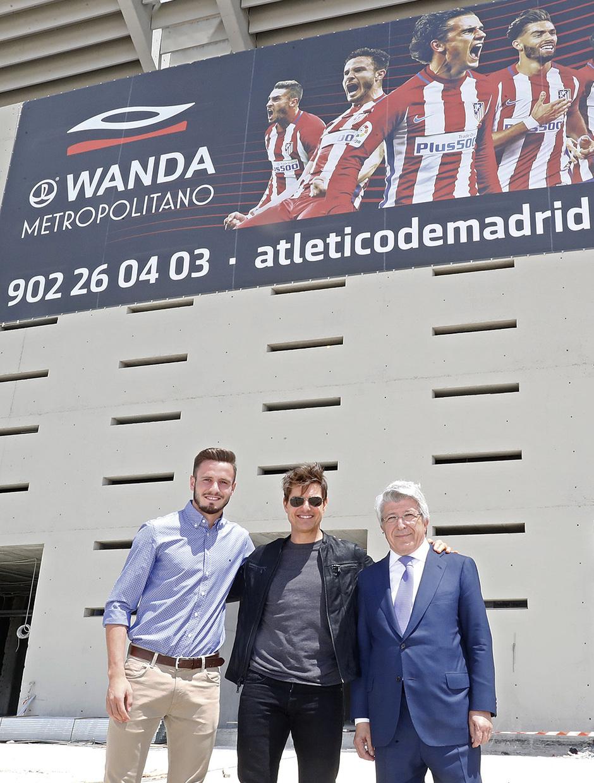 Visita Tom Cruise y equipo de La Momia al Wanda Metropolitano | Enrique Cerezo y Saúl