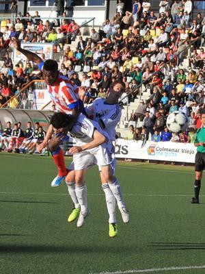 Otía marca de cabeza el segundo gol en la semifinal del Mundialito Sub-17 ante el Real Madrid