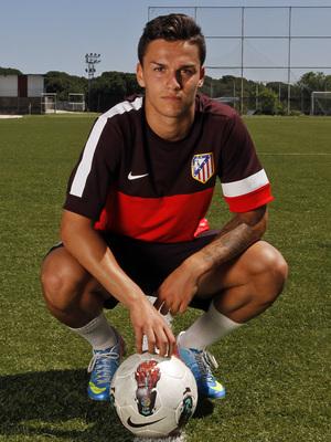 Jony, delantero del Atlético de Madrid Juvenil División de Honor, posa antes de jugar la semifinal de Copa ante el Athletic