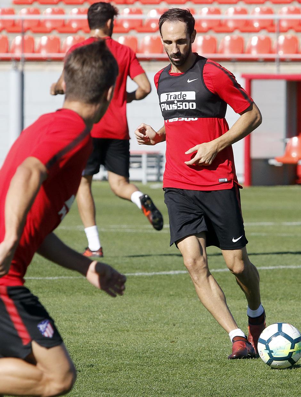 Temporada 17/18 | 03/10/2017 | Entrenamiento en la Ciudad Deportiva Wanda | Juanfran