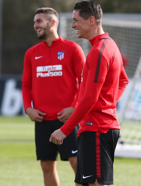 temporada 17/18. Entrenamiento en la ciudad deportiva Wanda. Torres sonriendo durante el entrenamiento