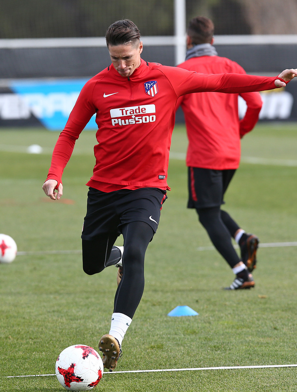 temporada 17/18. Entrenamiento en la ciudad deportiva Wanda. Torres durante el entrenamiento