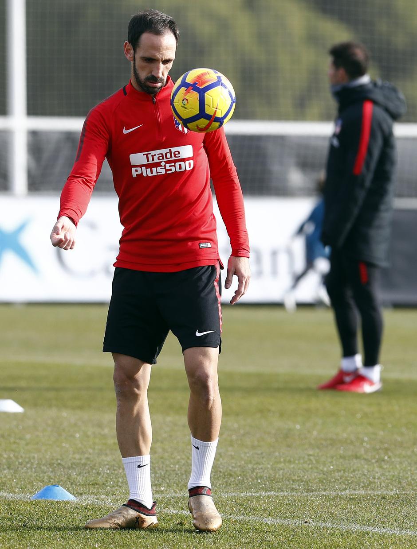 Temporada 17/18. Entrenamiento en la ciudad deportiva Wanda Atlético de Madrid 07_12_2017. Juanfran.
