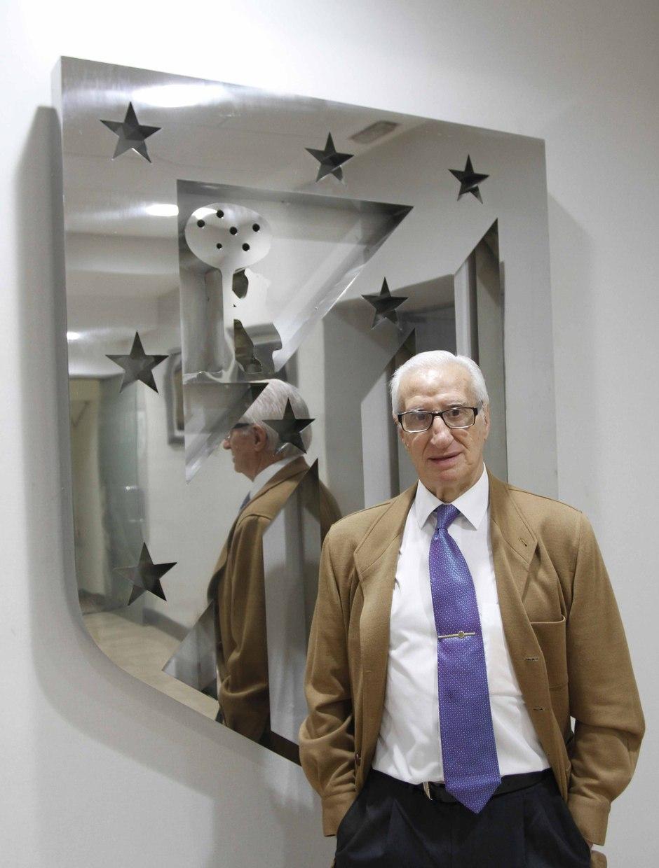 Isacio Calleja en el Palco de Honor del Vicente Calderón