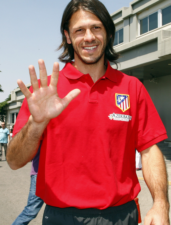 Temporada 2013/2014 Martín Demichelis saludando
