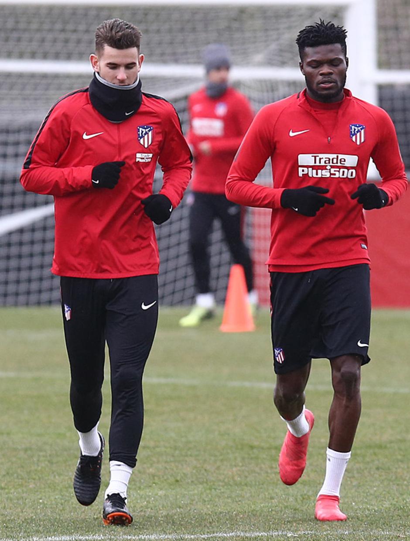 temporada 17/18. Entrenamiento en la ciudad deportiva Wanda. Saúl Thomas y Correa durante el entrenamiento