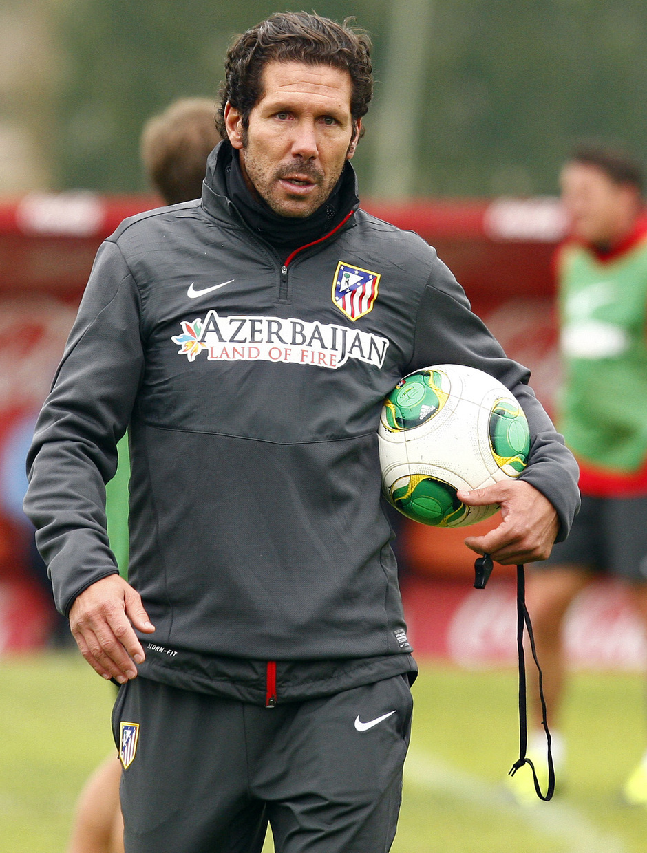 Temporada 13/14. Gira sudamericana. Equipo entrenando en Uruguay. Simeone durante el entrenamiento