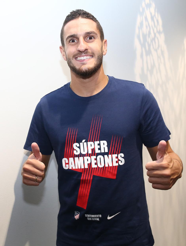 Temporada 2018-2019. Camiseta Súper Campeones. Koke