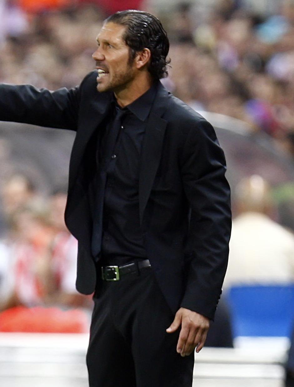 Temporada 13/14. Partido Supercopa. Vicente Calderón. Simeone dando órdenes
