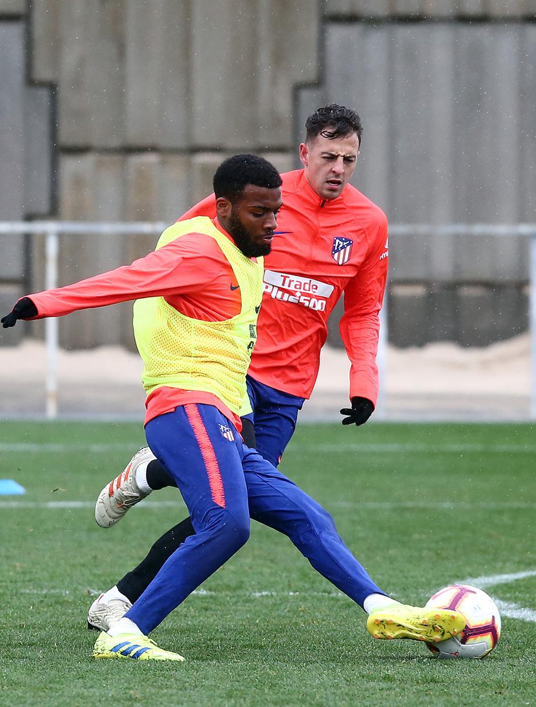 Temporada 18/19. Entrenamiento en la ciudad deportiva Wanda. Lemar y Arias durante el entrenamiento.