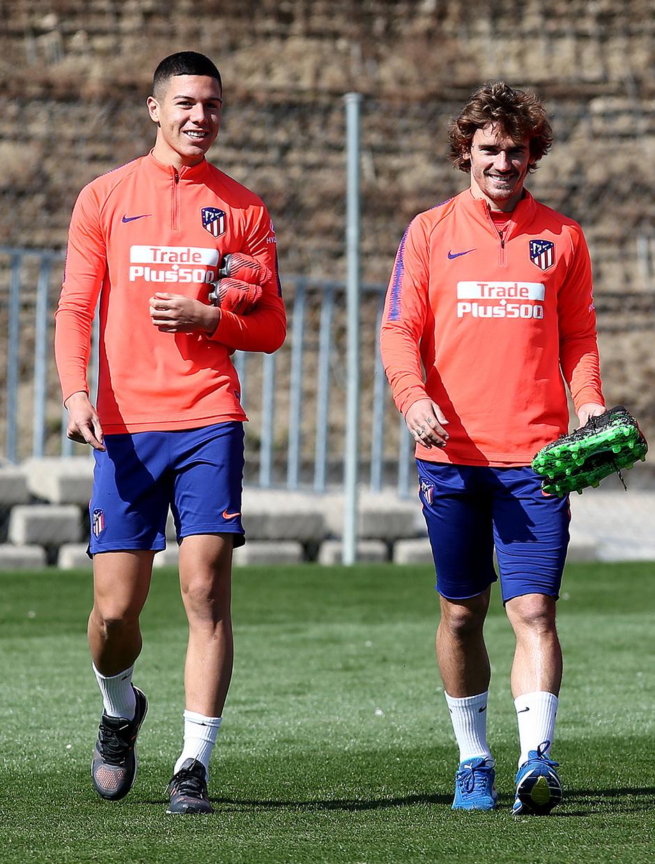 Temporada 18/19. Entrenamiento en la ciudad deportiva Wanda. Nehuén y Griezmann durante el entrenamiento.