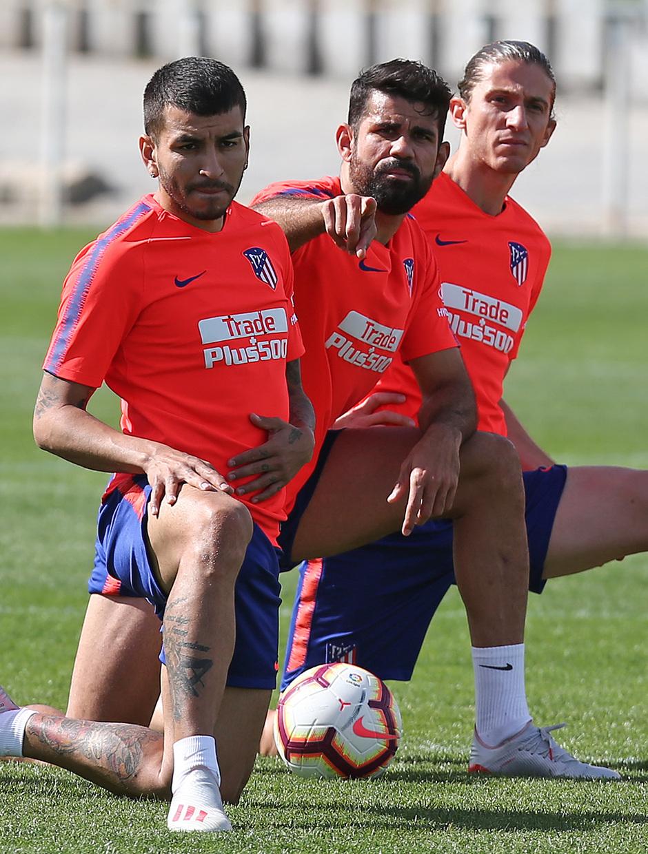 Temporada 18/19. Entrenamiento en la ciudad deportiva Wanda. Costa Filipe y Correa durante el entrenamiento.