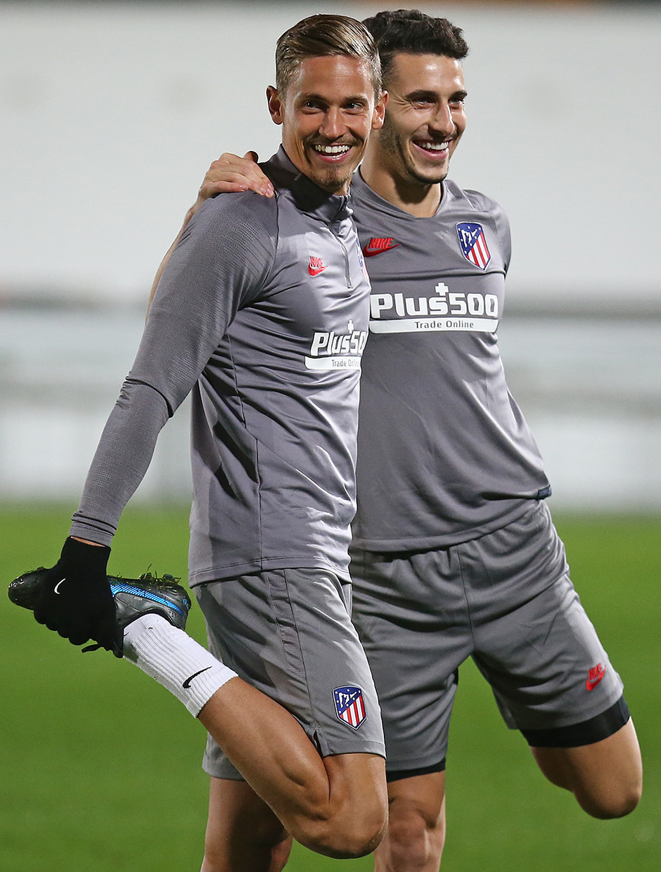 Temp. 19-20 | Entrenamiento en Leverkusen | Llorente