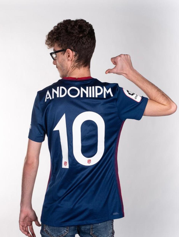 Shooting Andoni nueva camiseta Atleti Esports Movistar Riders