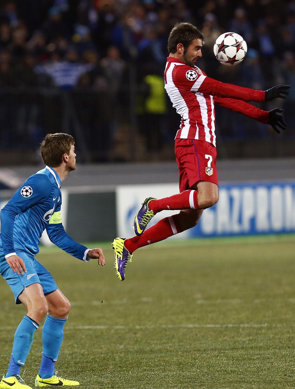Temporada 13/14. Champions League. Zenit - Atlético de Madrid. Salto de cabeza de Adrián