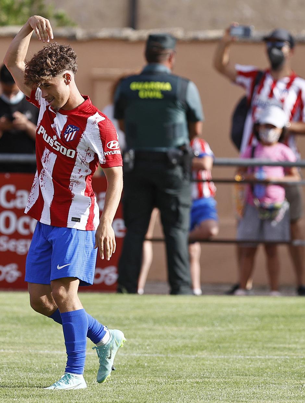 Mario Soriano celebra el gol con el que inauguró el marcador