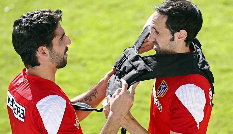 temporada 13/14. Entrenamiento en la Ciudad deportiva de Majadahonda. Juanfran y Raúl durante el entrenamiento