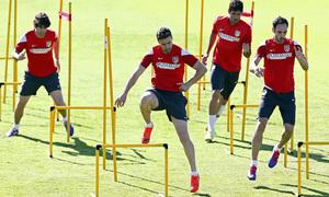 temporada 13/14. Entrenamiento en la Ciudad deportiva de Majadahonda. jugadores realizando ejercicios físicos