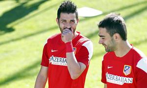 temporada 13/14. Entrenamiento en la Ciudad deportiva de Majadahonda. Villa y Adríán charlando durante el entrenamiento