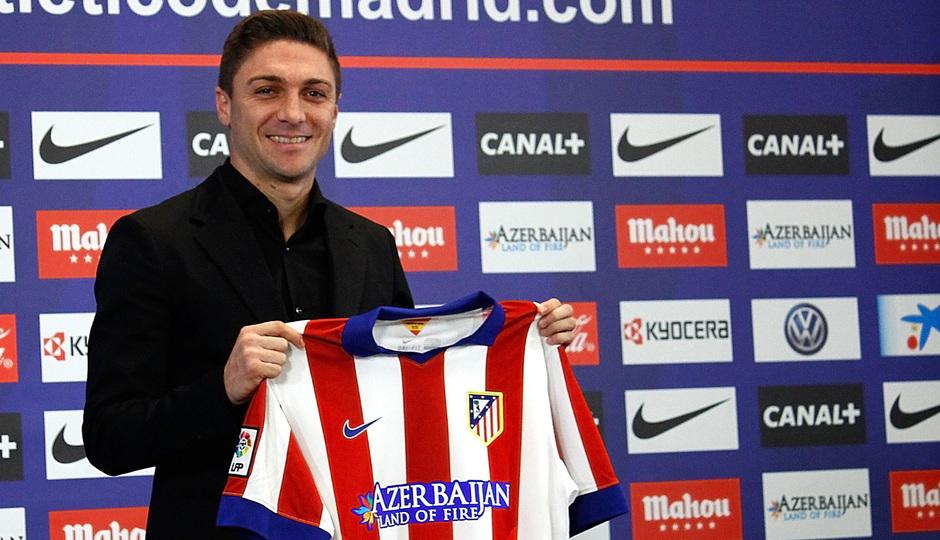 Guilherme Siqueira en el acto de presentación como nuevo jugador del Atlético de Madrid