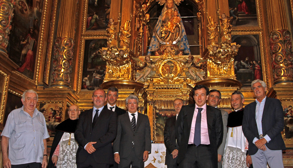 Enrique Cerezo, Miguel Ángel Gil, Severiano Gil, Oscar Gil y Clemente Villaverde, en la visita a la Catedral de El Burgo de Osma
