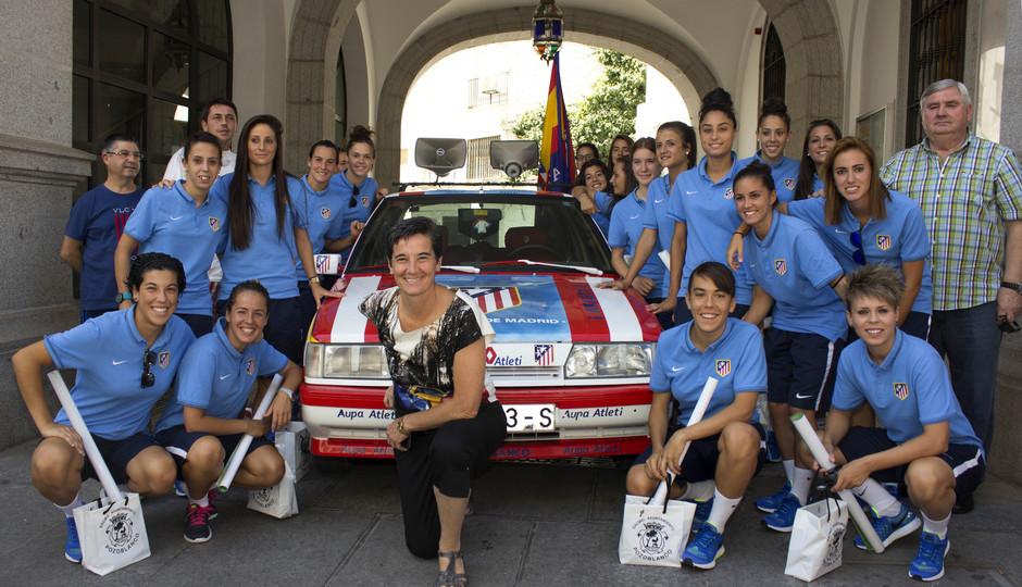 Temporada 14-15. Un vehículo del Atlético recibió a las jugadoras en Pozoblanco.